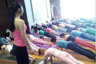 """瑜伽体式的梵文名词称作""""asanas"""",可以运动到身体的每一部分,伸展肌肉"""