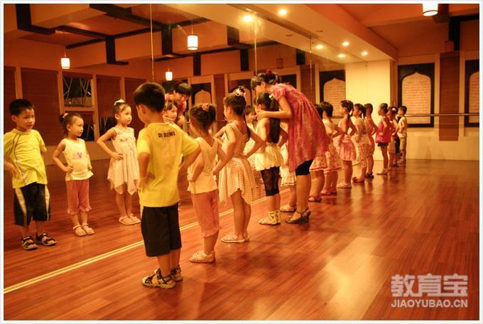 新 时 尚 少儿模特礼仪培训班  少年儿童学习模特,礼仪课程  ,可以