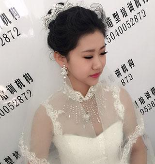 内容:新娘当天妆面 发型=白纱 礼服 秀和 韩服等等多款当天造型